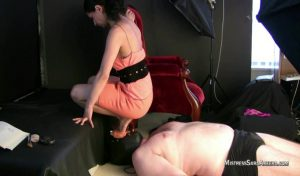 Heels Sitting On Face.mp4.00002 300x176 - Heels Sitting On Face