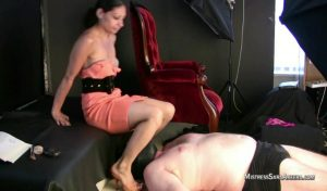 Heels Sitting On Face.mp4.00003 300x176 - Heels Sitting On Face