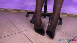 20200716 request sofia perfume shop 00000 250x141 - Watch Pantyhose - Beautiful shop assistant Sofia offers the exclusive fragrance of her sweaty nylon