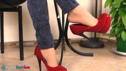 pv sharon sigaretta 00000 250x141 - Watch Pantyhose - Gorgeous Sharon smoking a cigarette and showing off her nyloned feet